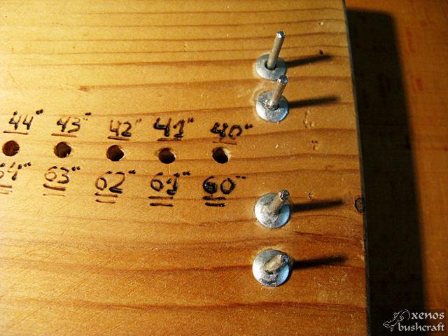 Компактен станок за плетене на тетива - Надписи на отворите