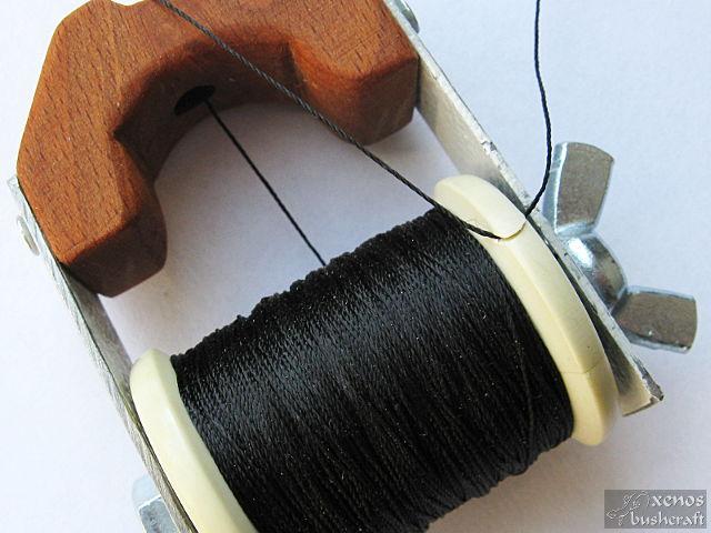 Инструмент за сървинг - Защипване на конеца