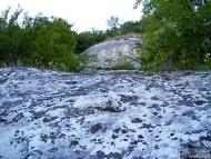 Сипеите обикновенно свършват до скалата, от която са образувани. Ше изкачим и нея.