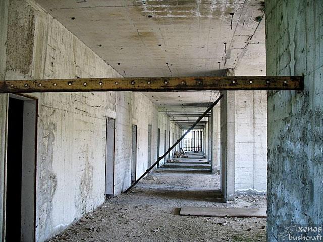 Още веднъж гледка от дългите коридори на северното крило.