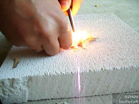 Брезова кора - Запалване с ferrorod запалка