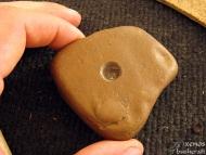 Методът Bow Drill - Подложка за ръката от камък