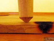 Методът Bow Drill - Поставяне на тъпия връх на вретеното в ямката