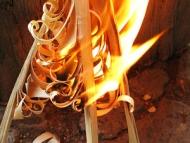 Пръчки-пера (Feather Sticks) - Пламък