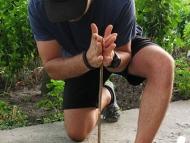 Hand Drill (Ръчен свредел) - Позиция на едно коляно