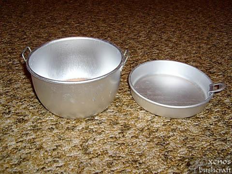 Хромирано алуминиево войнишко канче-котле от две части - котле и паница. Паницата може да се ползва за капак на котлето. Колко хайдушки боб ще свари това нещо... :)