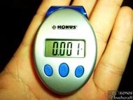 Комбиниран електронен прибор-крачкомер. Измерва броя направени крачки, изминатото разстояние (в мили и километри) и изразходваните калории.