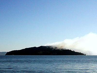 Малък остров в пламъци