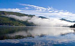 Утринна мъгла над езеро